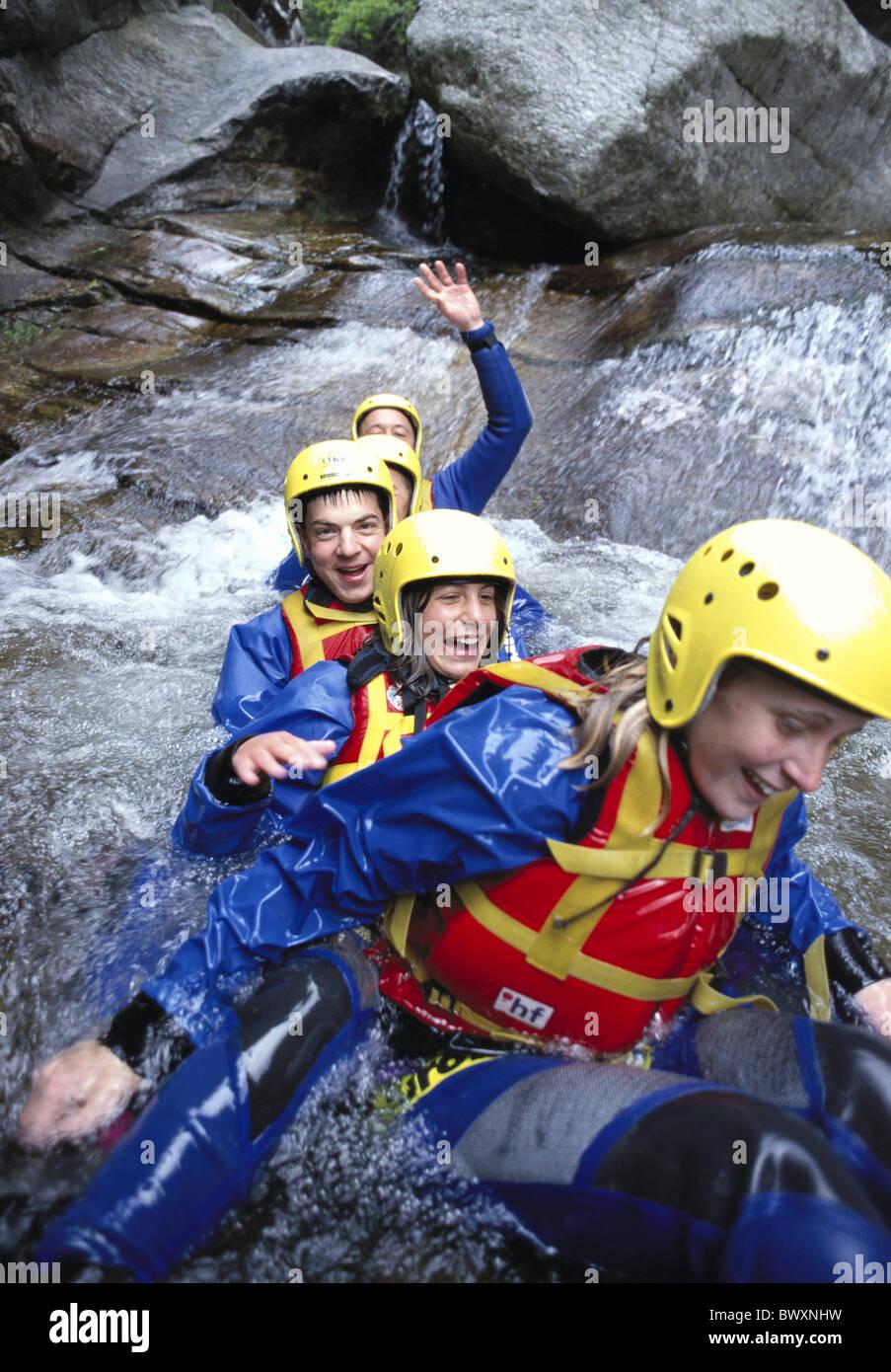Canyoning Abenteuer Gerätegruppe eins nach dem anderen Wasser-Kanton Tessin-Malvaglio-Schweiz-Europa-Spaß Stockbild