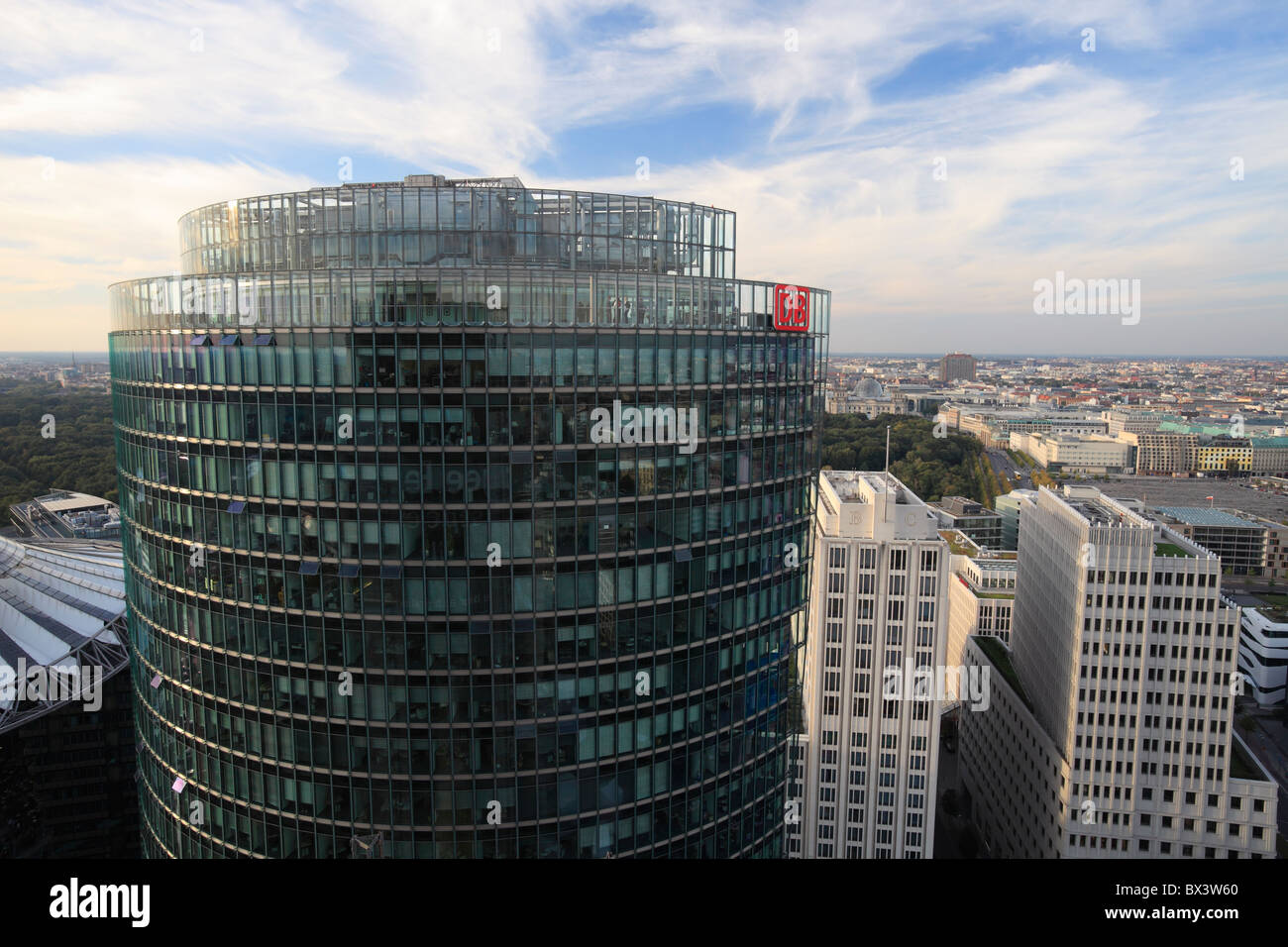 Bürogebäude Deutsche Bahn Tower in Berlin Stockbild