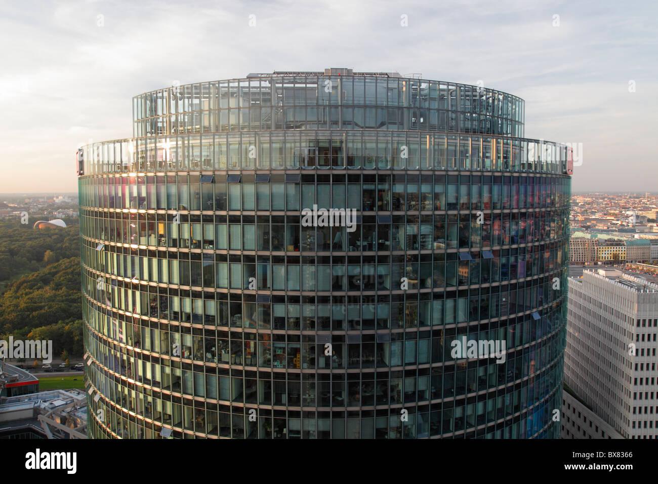 Deutsche Bahn-Tower am Potsdamer Platz in Berlin Stockbild