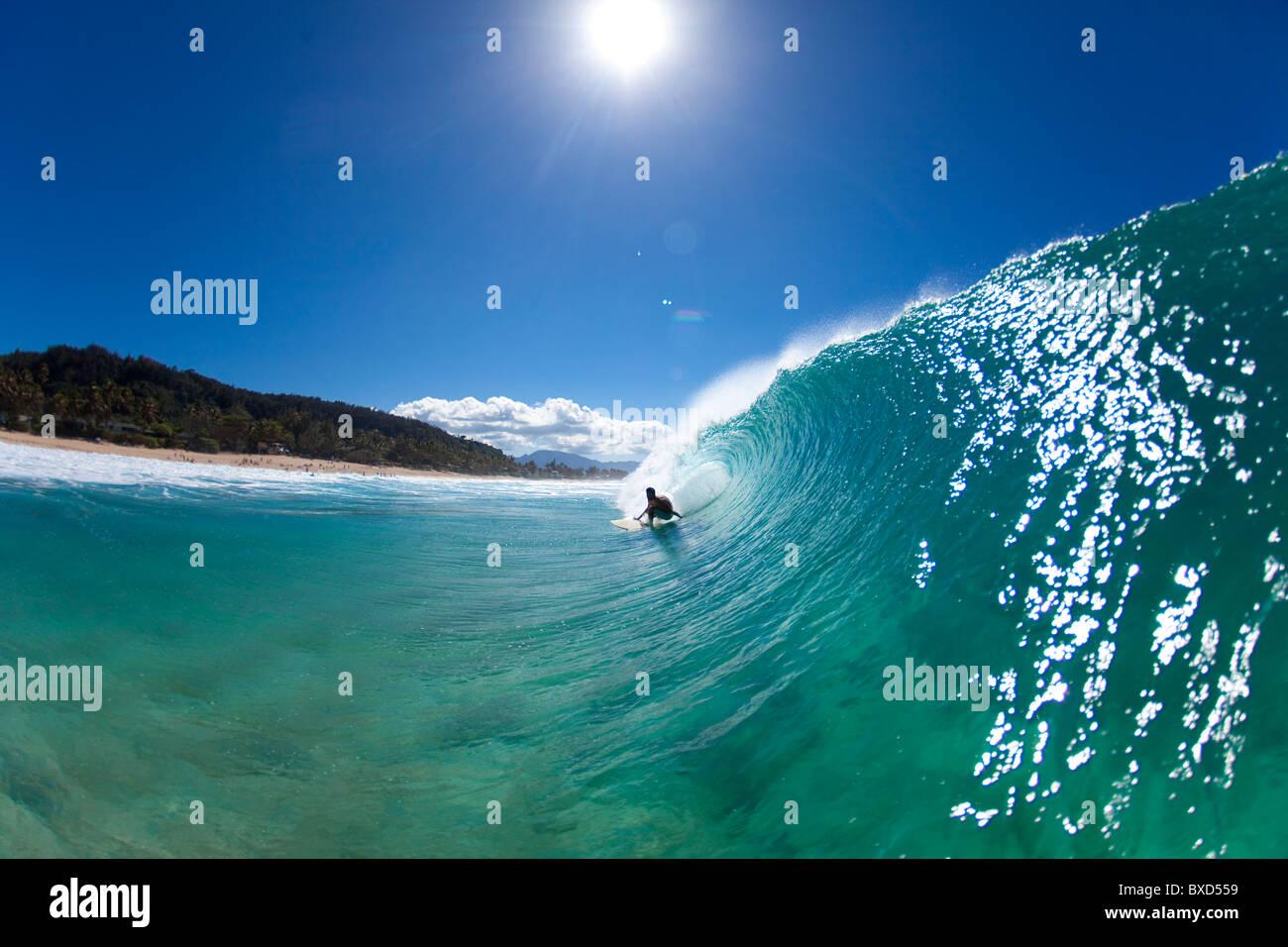 Ein Blick auf das Wasser ein Surfer immer beim Pupukea Sandbar barreled. Stockbild