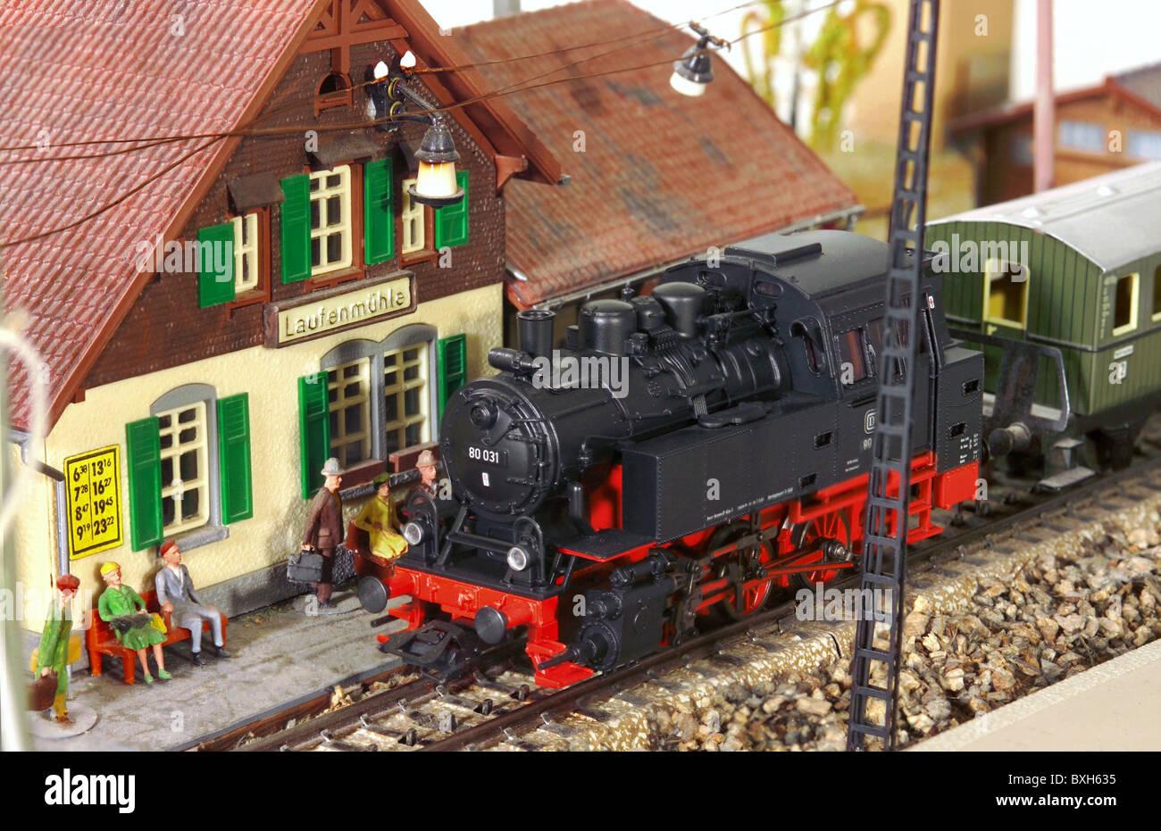 Spielzeug modell eisenbahn märklin bahnhof ankunft
