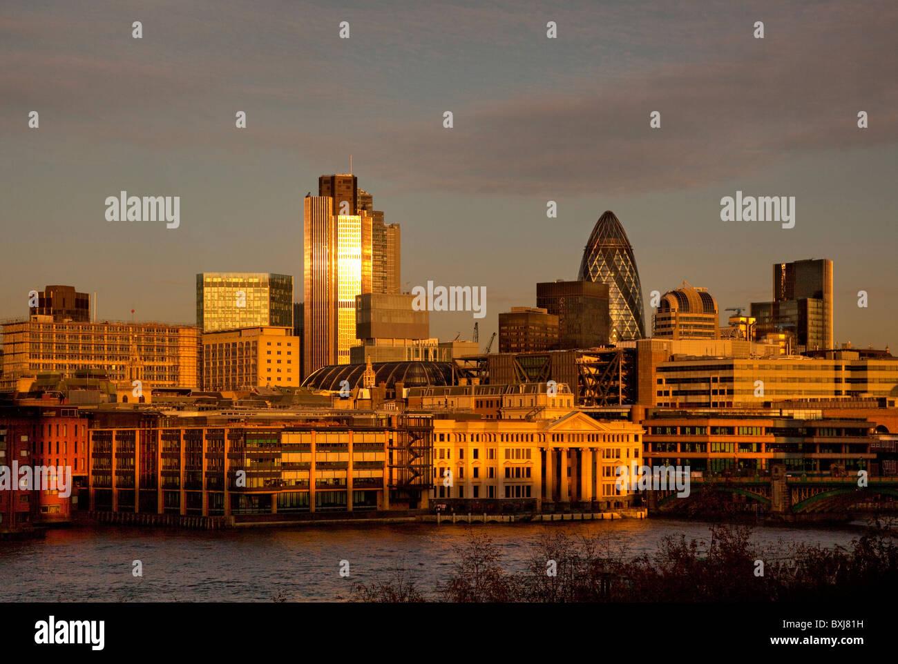 Am späten Nachmittag Licht auf die Skyline der Stadt finanziellen Bezirk Quadratmeile, London, England Stockbild