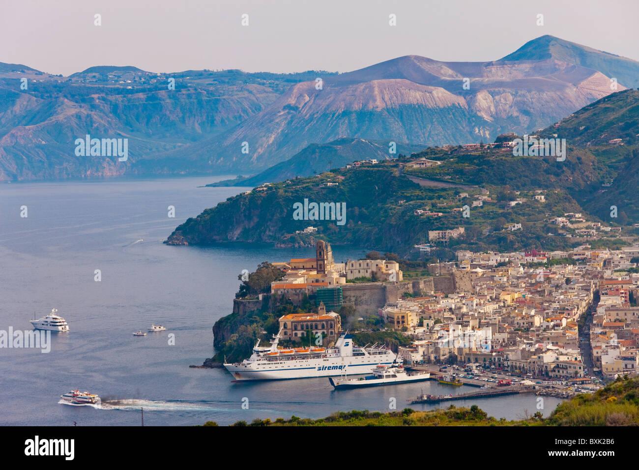 Lipari-Stadt, Insel Lipari, äolische Inseln, Italien, Europa Stockbild