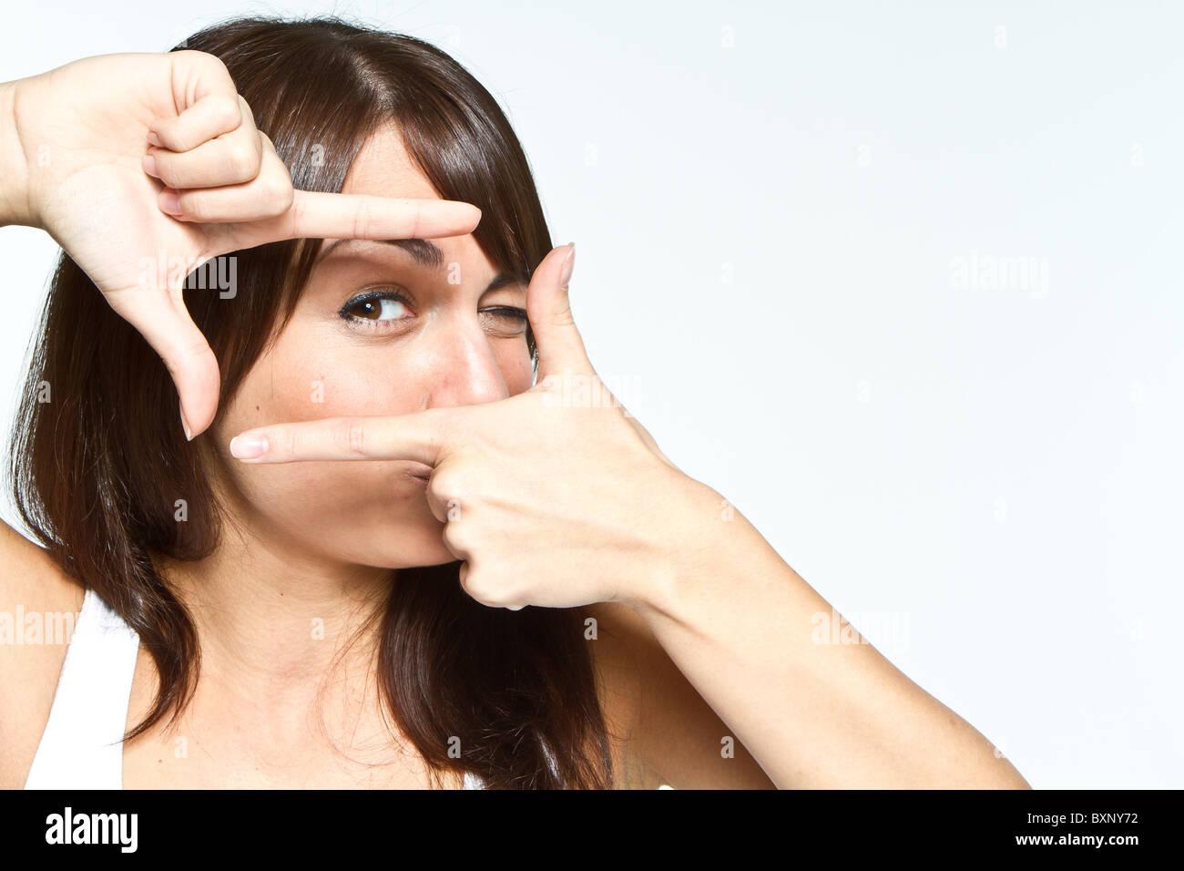 Frau mit Frame-Schild Stockbild