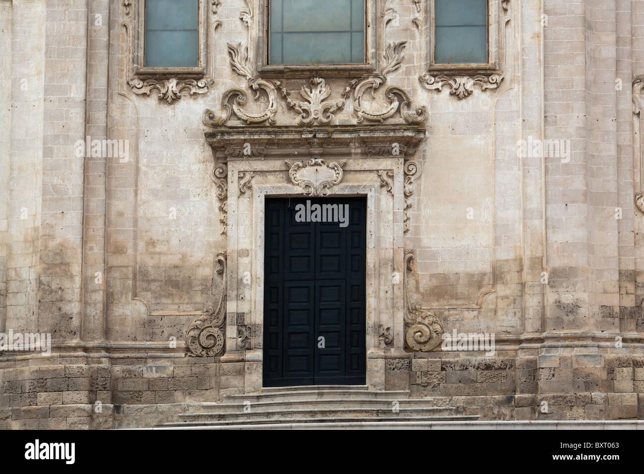 Zentrales Portal, Kirche San Francesco Lucini, Matera, Basilikata, Italien Stockbild
