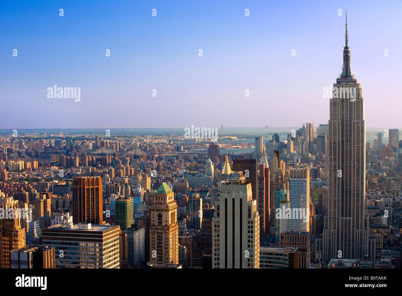 Am späten Nachmittag Blick auf das Empire State Building und die Skyline von Manhattan, New York City, USA Stockbild