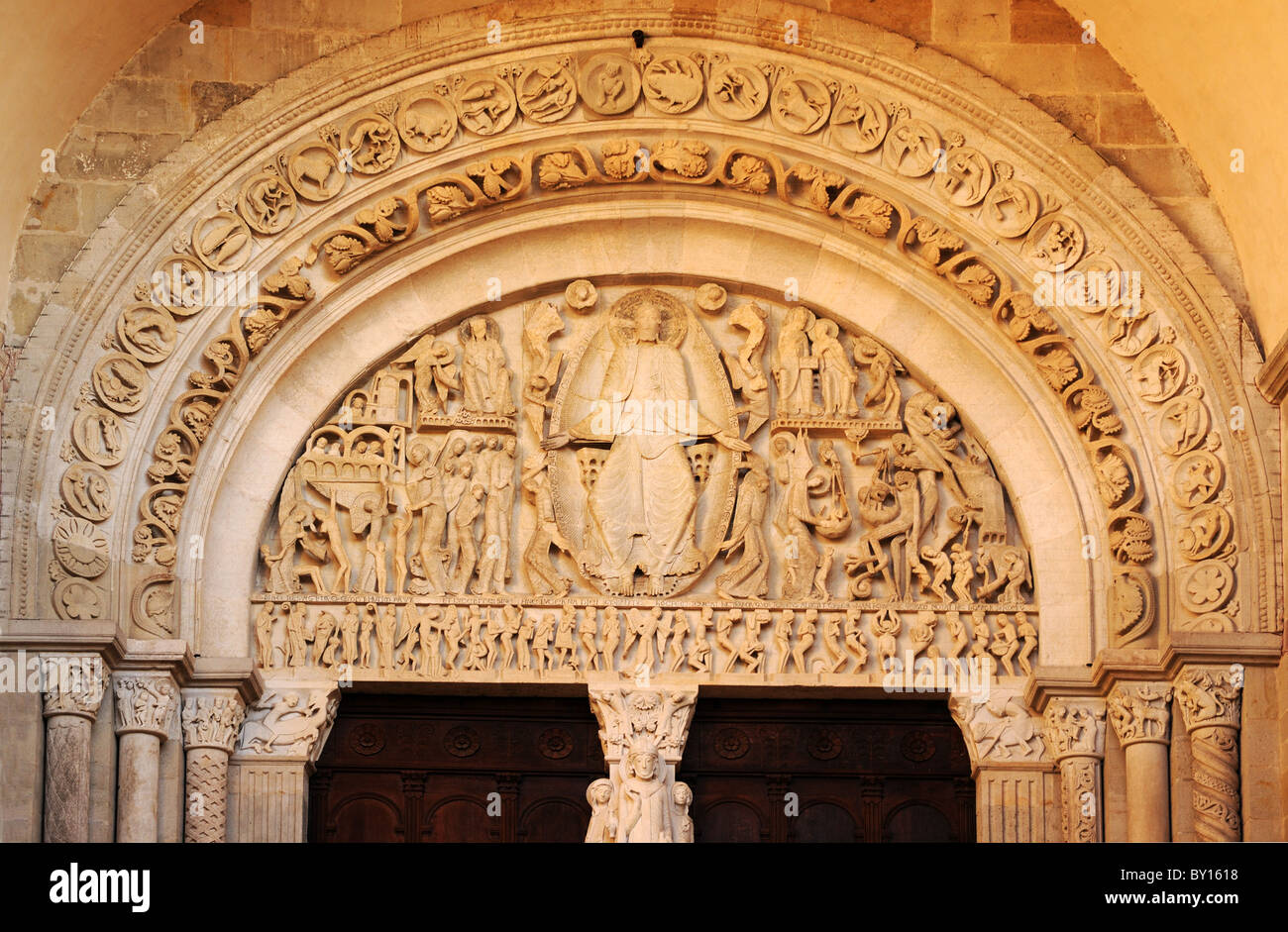 Romanischen meisterwerk schnitzen des j ngsten gerichts for N portal