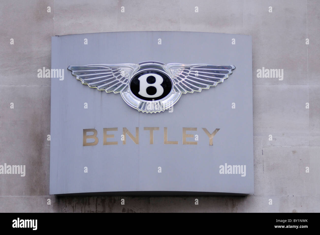 Bentley Luxus Auto Marque Symbol Logo, Berkeley Square, Mayfair, London, England, UK Stockbild