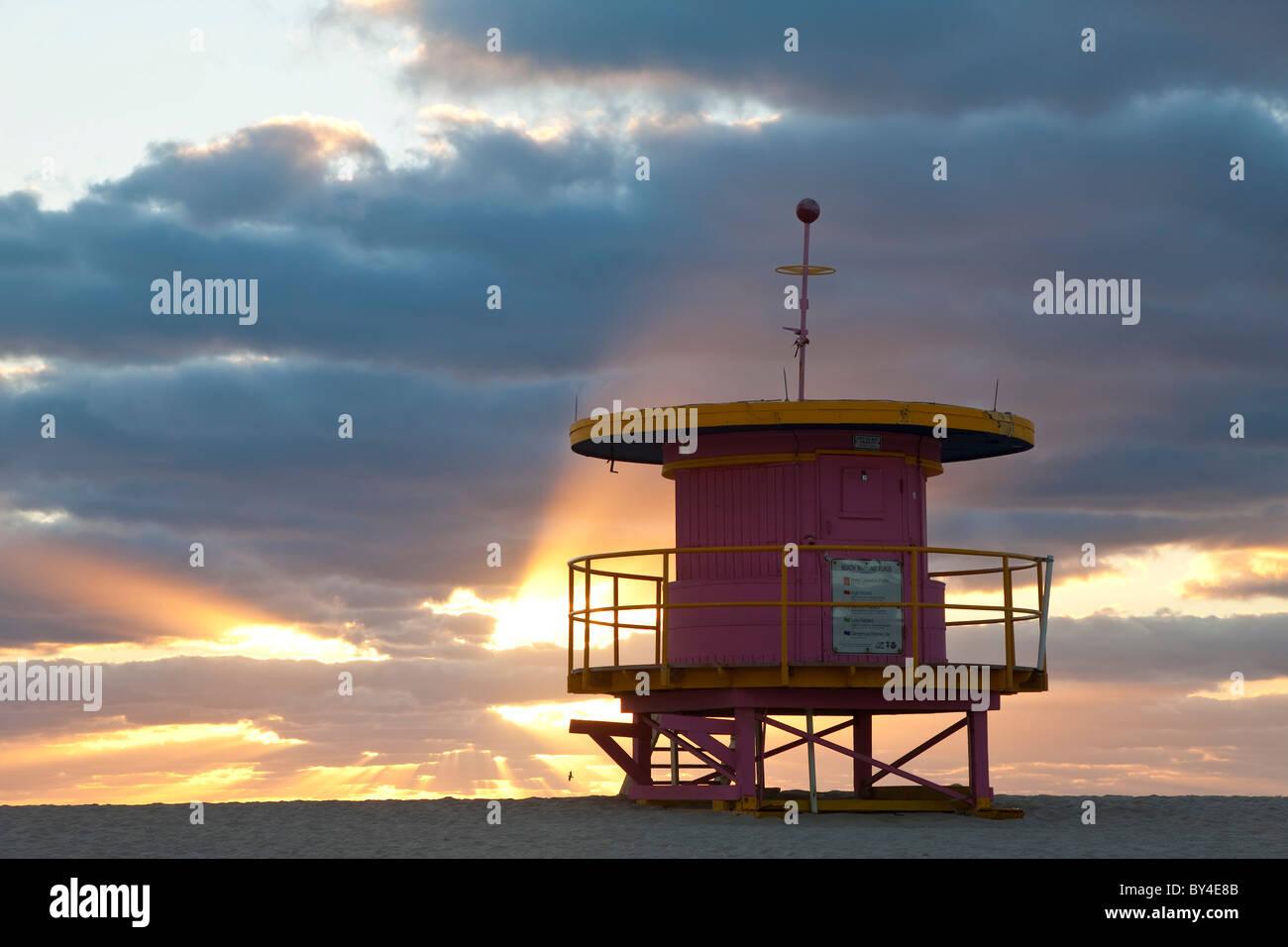 Rettungsschwimmer-Hütte, South Beach, Miami, Florida, USA Stockbild