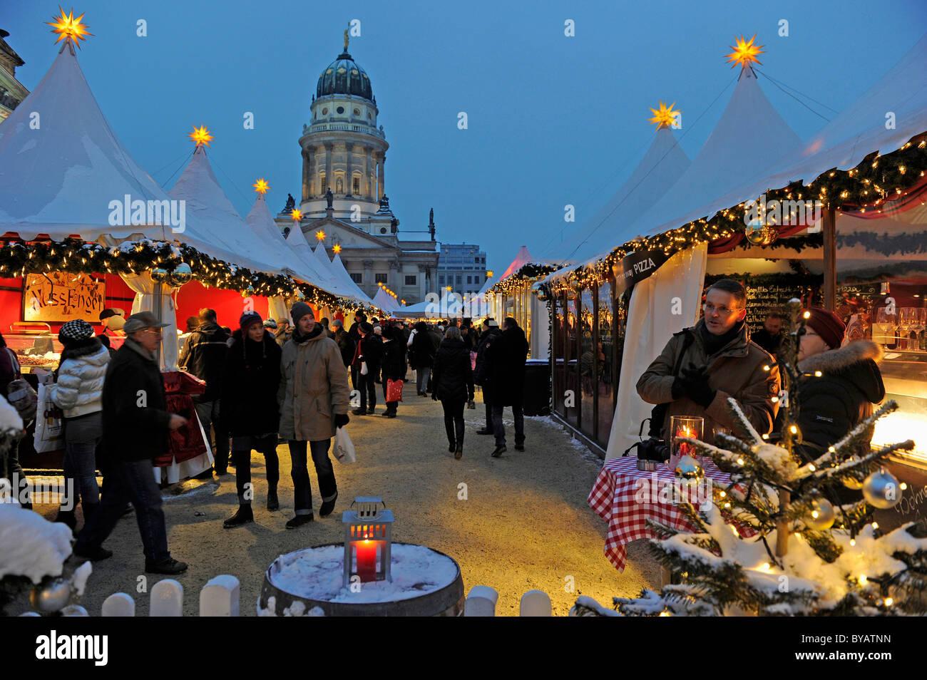 Weihnachtsmarkt am Gendarmenmarkt-Platz, Berlin, Deutschland, Europa Stockbild
