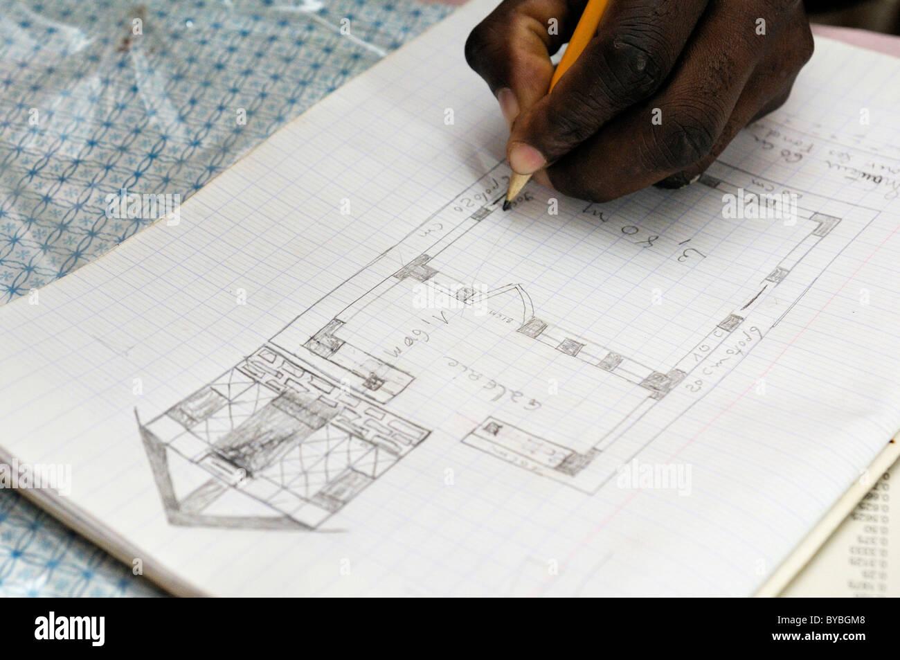 Architektur Student Zeichnen Ein Diagramm Von Einem Haus Erdbebensicher Mit Fachwerkkonstruktion Sie Werden Durch Eine Deutsche Hilfe Ausgebildet
