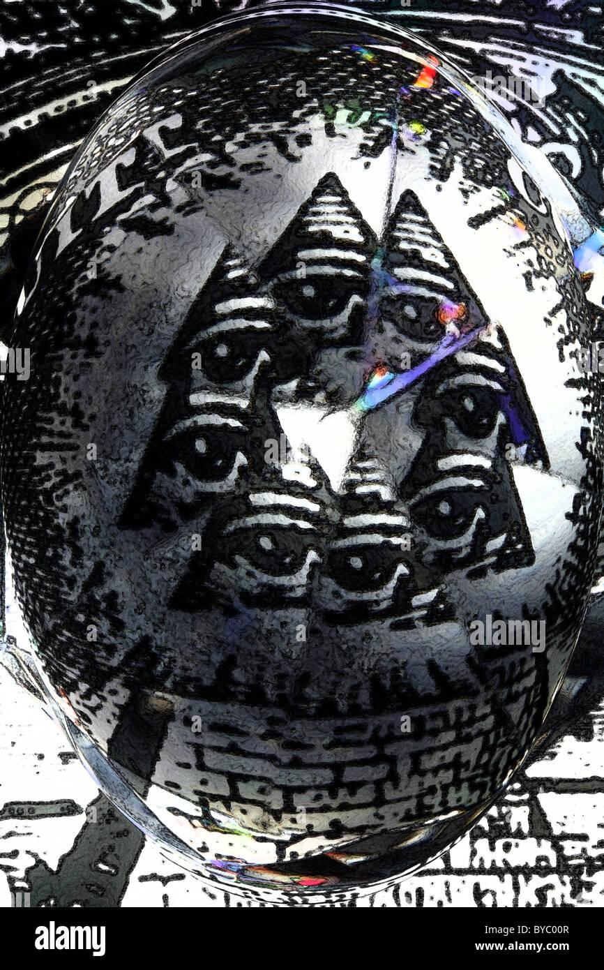 facettenreiches Bild der das Auge in der Pyramide Stockbild