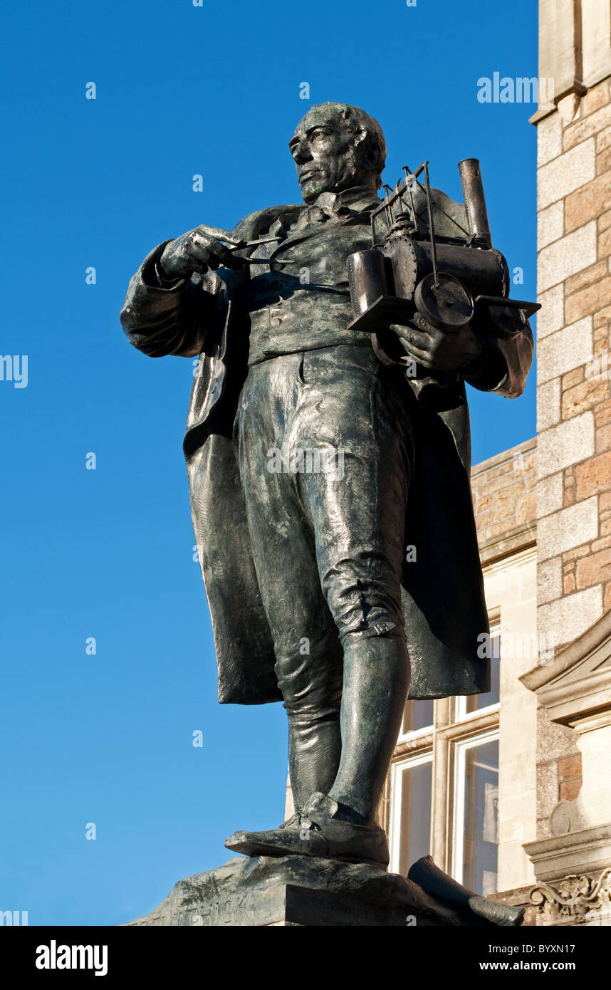 Eine Statue von Richard Trevithick in Camborne, Cornwall, UK Stockbild