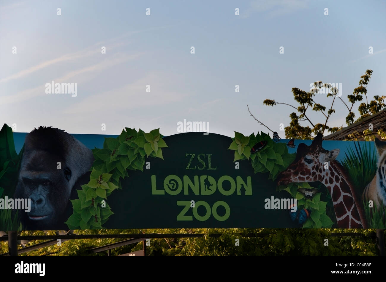 Der Londoner Zoo Zeichen, Nahaufnahme, zoologischen Gärten Eingang, Regents Park, England, UK, Europa, EU Stockbild