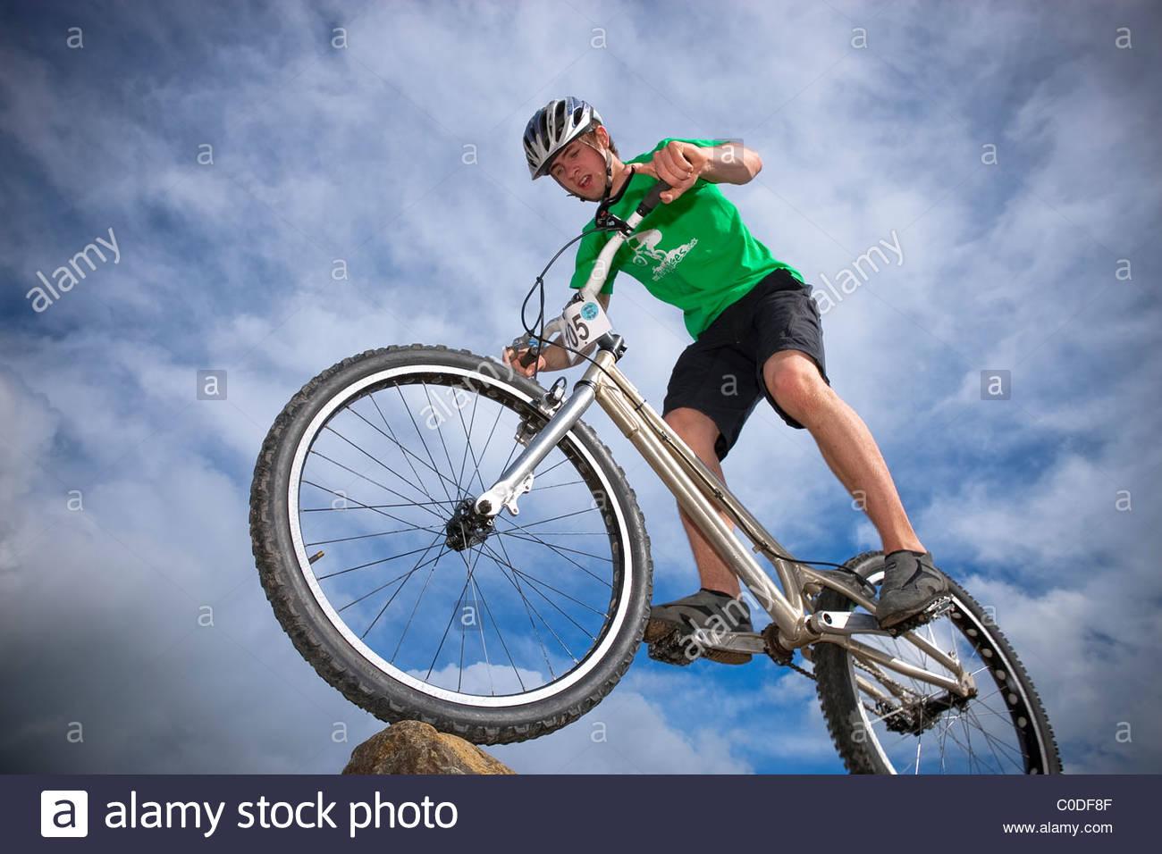 Studien-Fahrer Kunststücke auf Fahrrad Stockbild