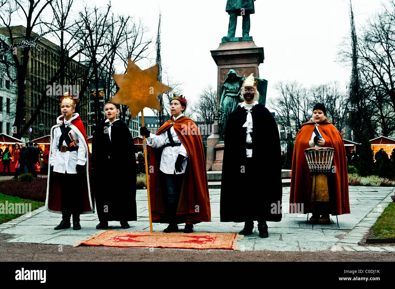 täglichen Lebens Helsinki, Weihnachten-Straßentheater-performance Stockbild