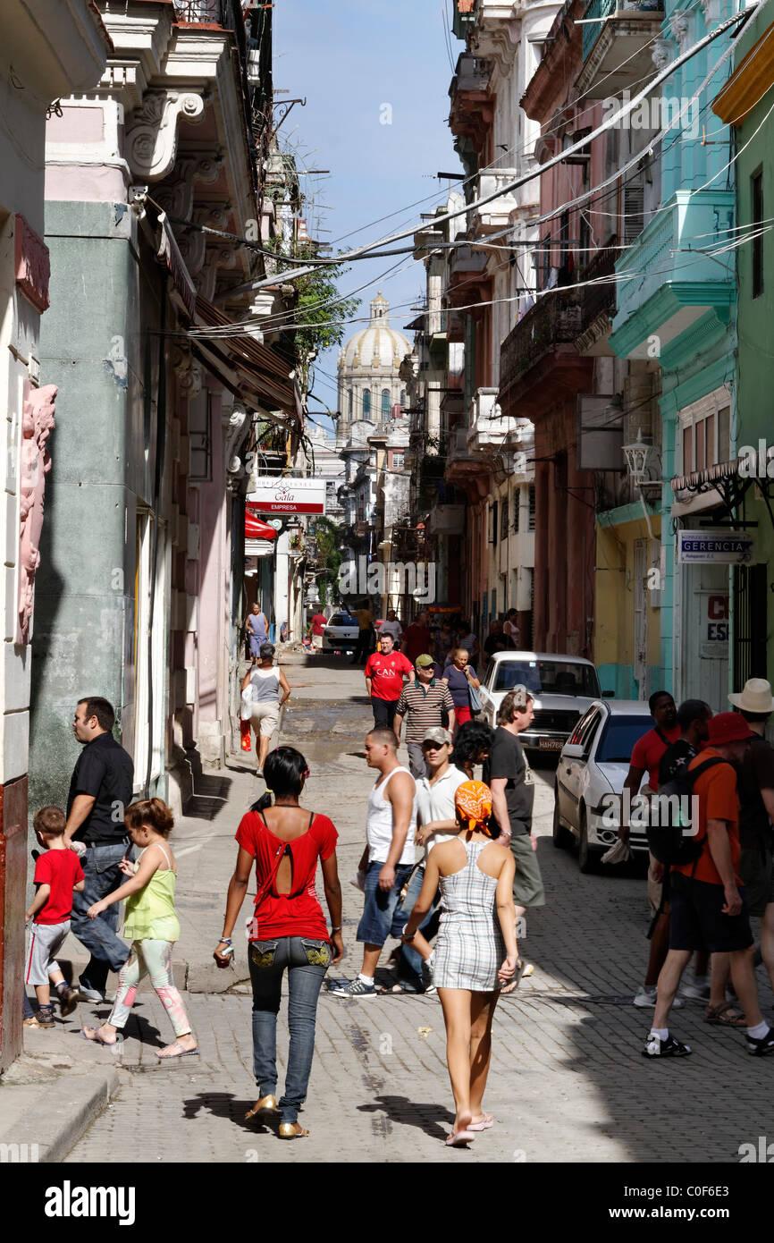 Straßenszene in Havann Viejo, Menschen, Einkaufsviertel, Havanna-Kuba Stockbild