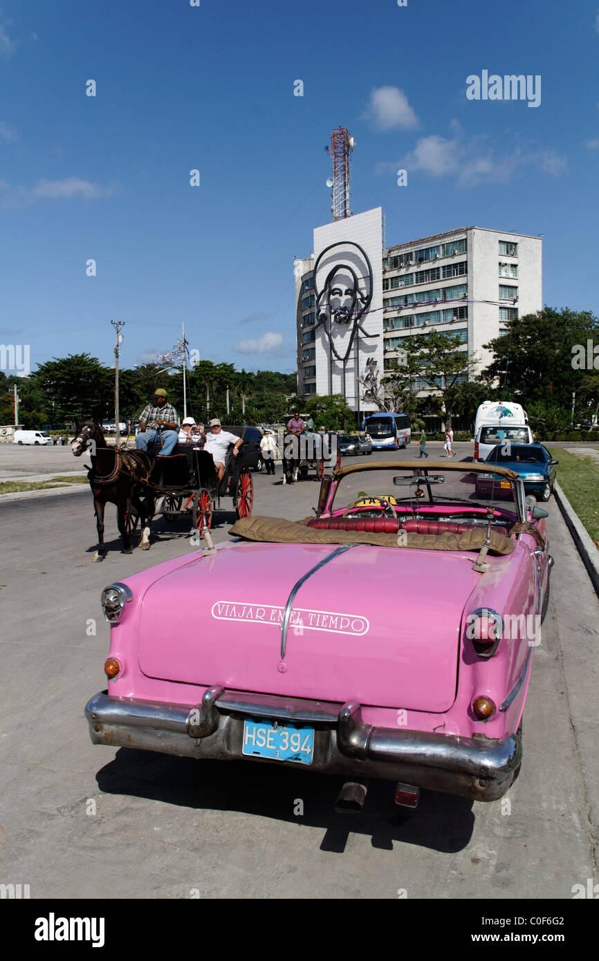 Placa De La Revolucion Square, Oldtimer-Taxi, Havanna, Kuba, Caribbean Stockfoto