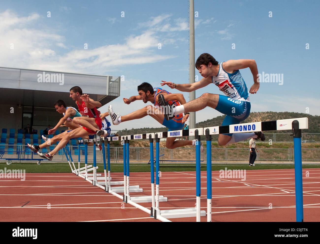 Sport im freien Leichtathletik Wettbewerb Rennstrecke Erwachsenen Athleten springen. Meisterschaften von Spanien, Stockbild