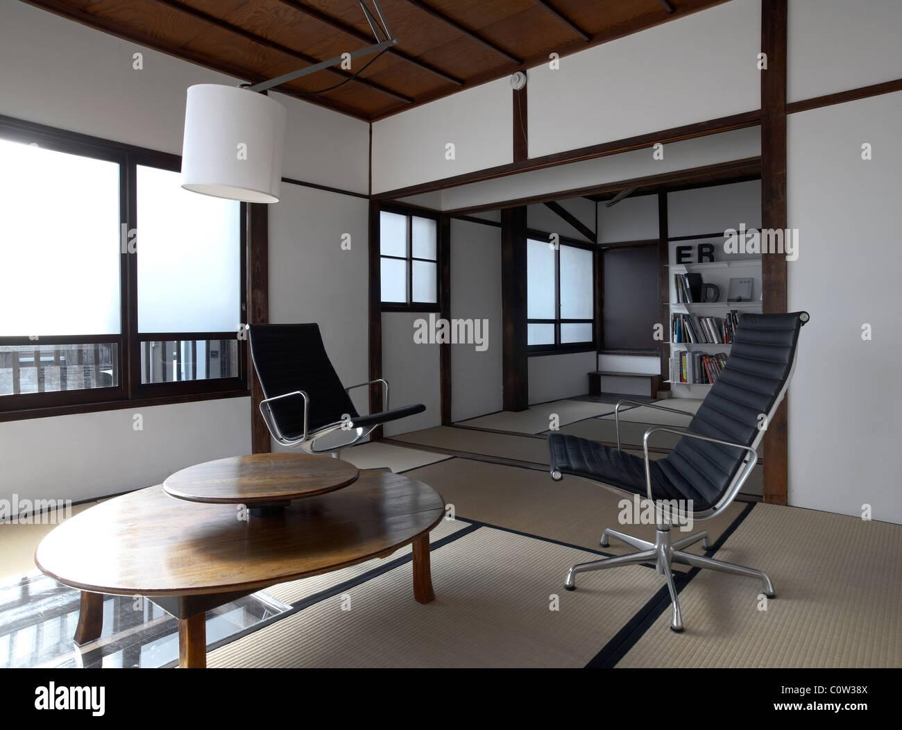 Zeitgenössische tatami Zimmer in einem japanischen Wohnzimmer mit c ...