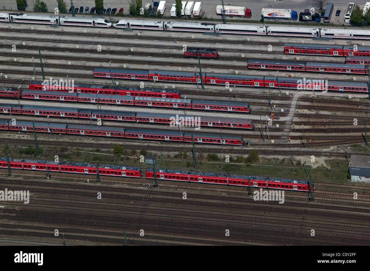 Luftaufnahme über Deutsche Bundesbahn Waggons am Hauptbahnhof München München Hauptbahnhof Deutschland Stockbild