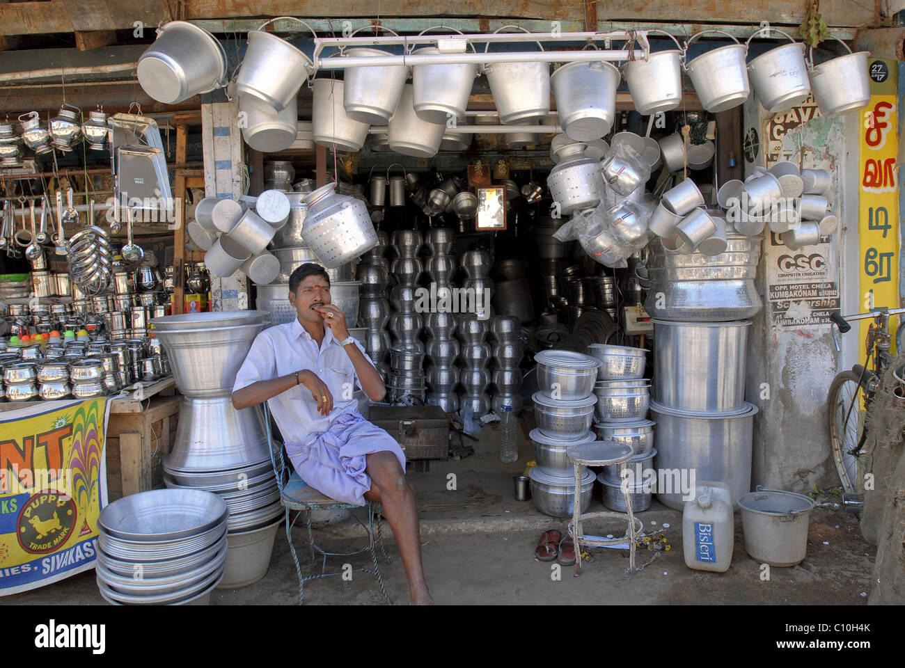 EIN SCHIFF-SHOP IN KUMBAKONAM TAMILNADU Stockbild