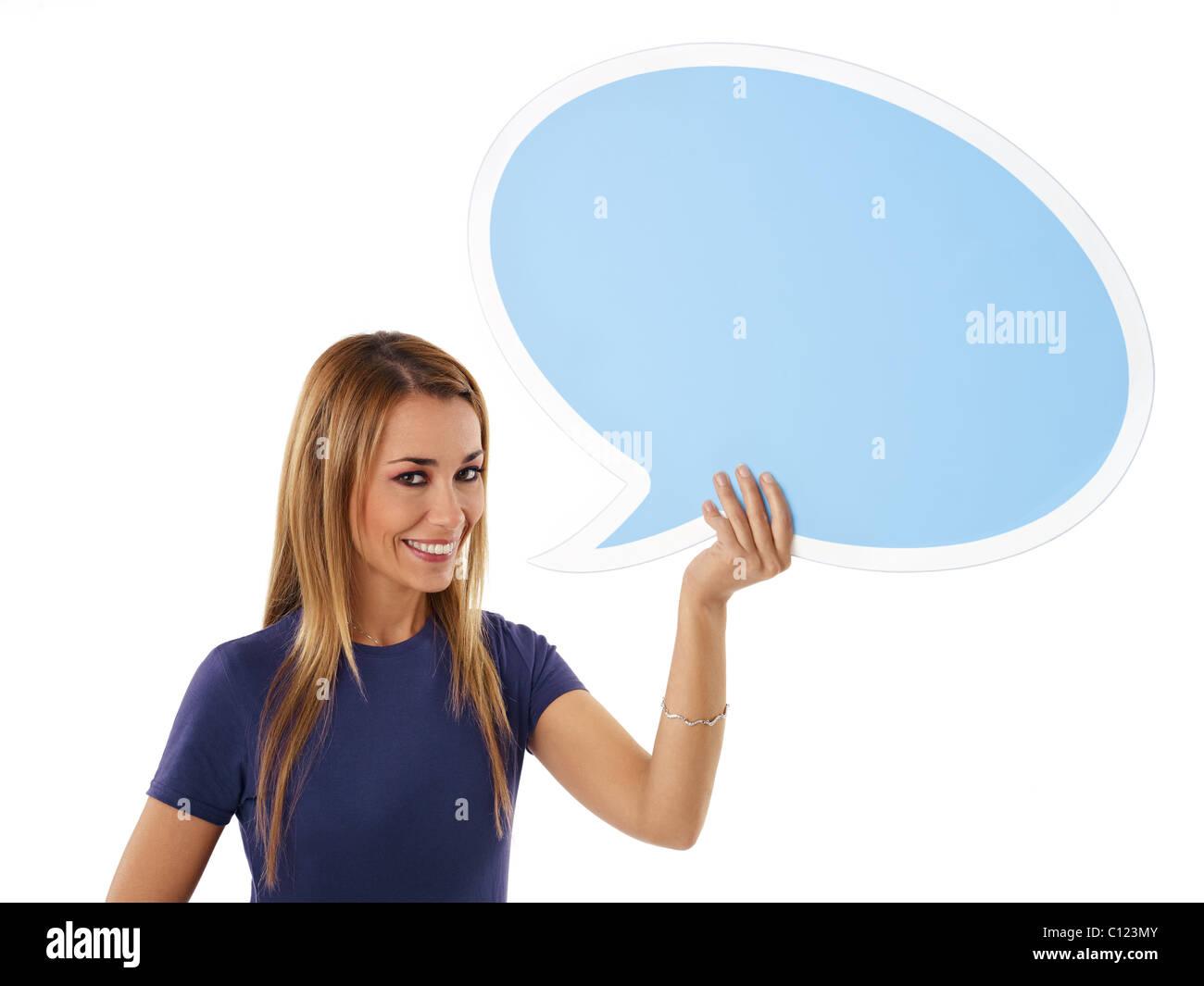 Mitte Erwachsene Frau mit leeren Sprechblase auf weißem Hintergrund. Stockbild