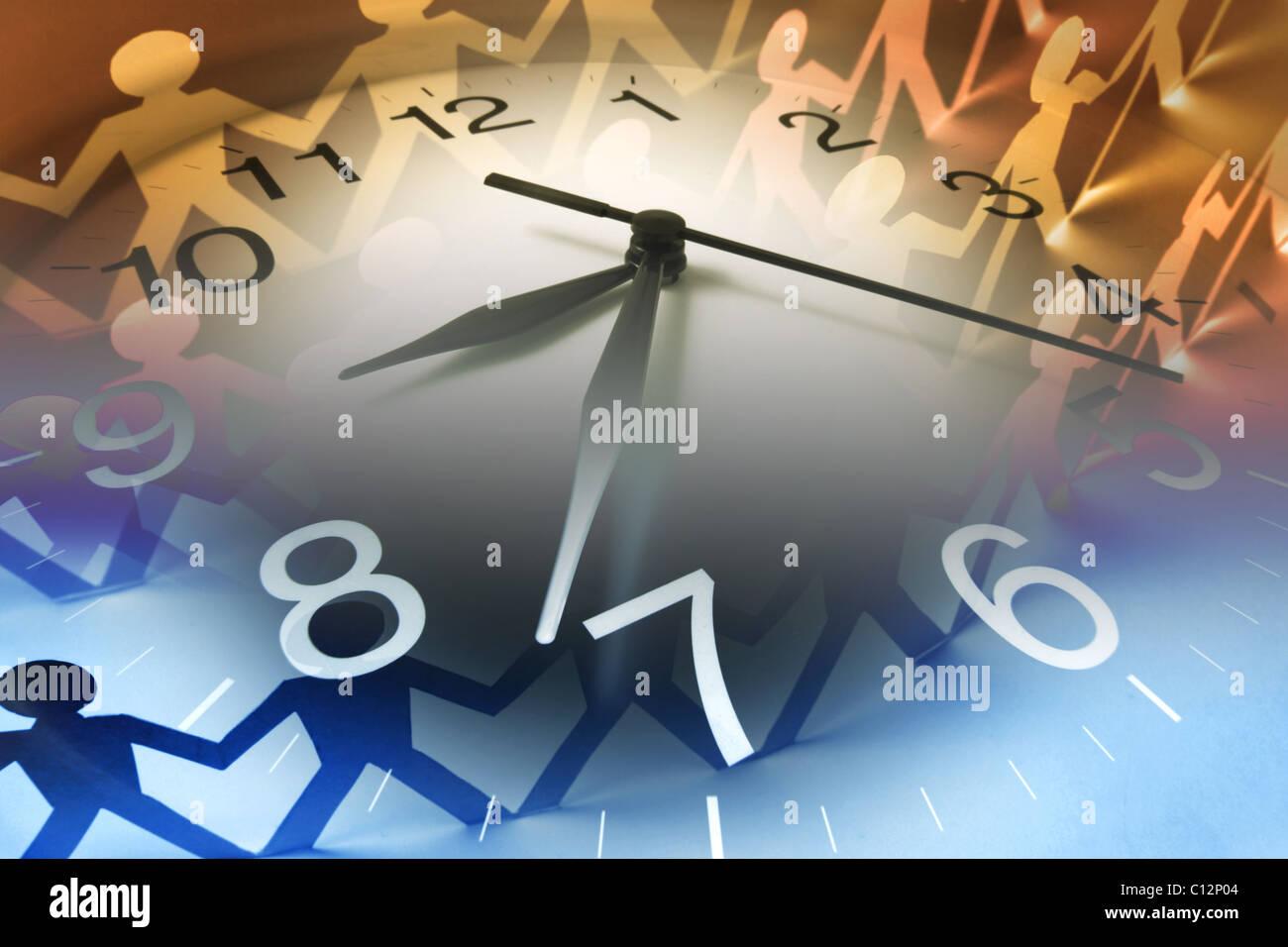 Papierpuppen Kette und Uhr Stockbild