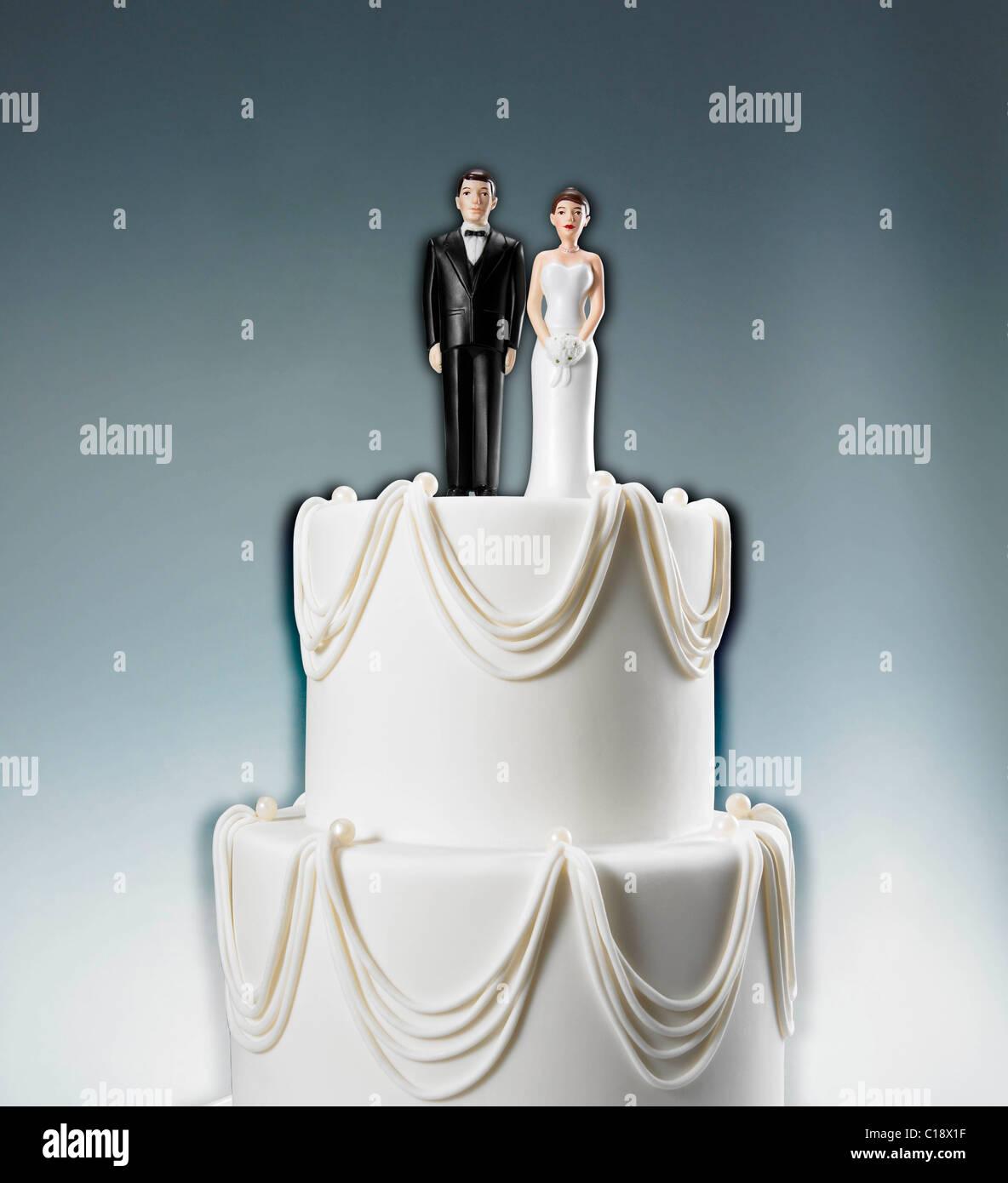 Skip Caplan ¬ © 2011 35 West 31 st. RM. 1001 NewYork, ny 10001 212: 463: 0541 Hochzeitstorte mit Braut Stockbild