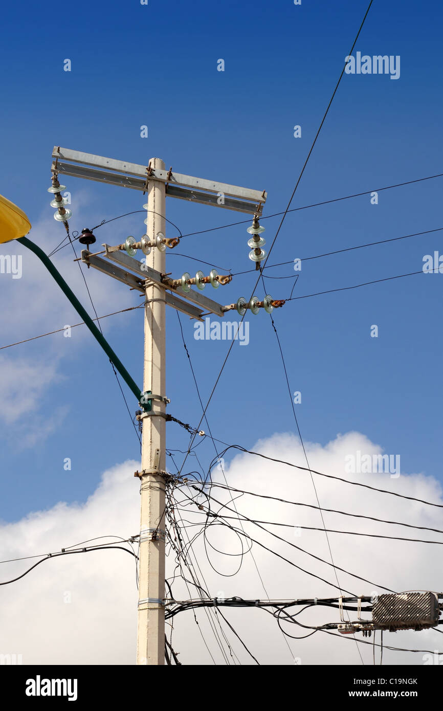 elektrische Turm chaotisch elektrische Verkabelung in Mexiko Stockbild