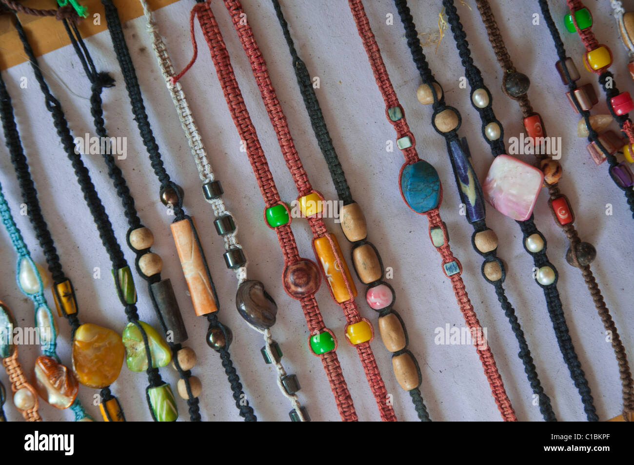 Billige Souvenir Armbänder Angebote in Indonesien Stockbild