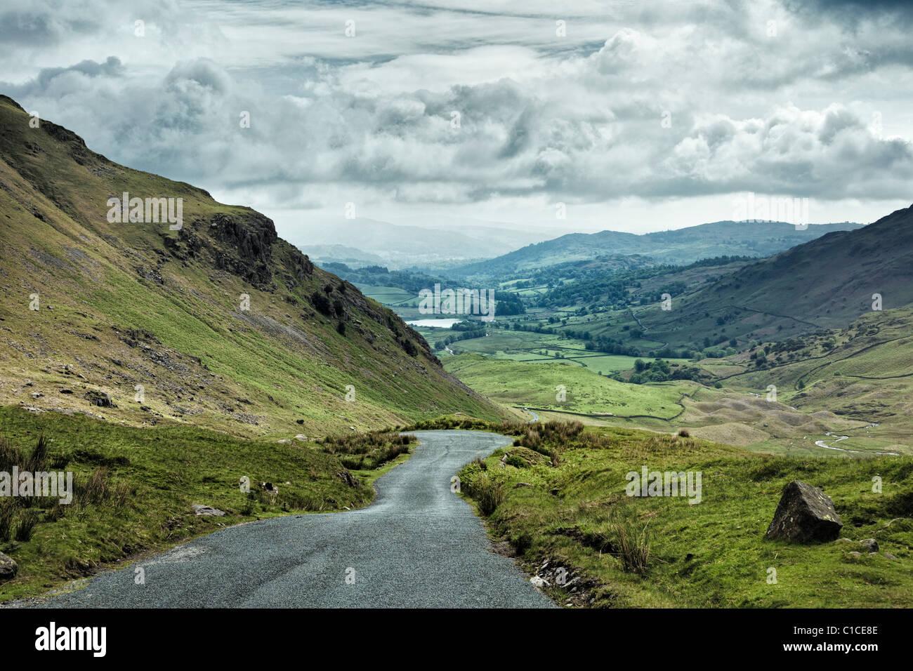 Wrynose Pass im Lake District Königreich mit Blick auf kleine Langdale Tarn Stockbild