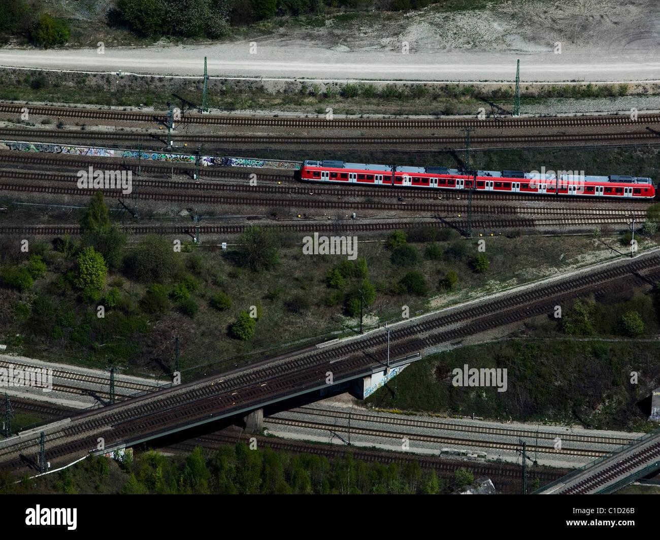 Luftaufnahme über Deutsche Bahn Passagier Zug Eisenbahn verfolgt in der Nähe von Hauptbahnhof München Stockbild