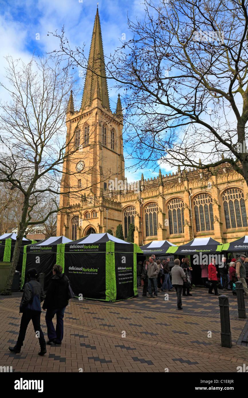 Festival der Lebensmittel-, Getränke- und Rhabarber außerhalb Wakefield Kathedrale, Wakefield, West Yorkshire, Stockbild