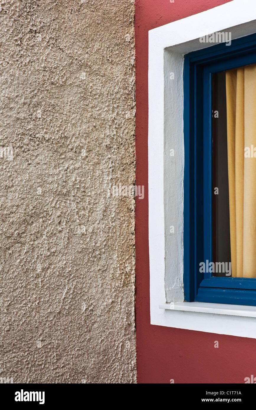 Stuck-Wand und Fenster, beschnitten Stockbild