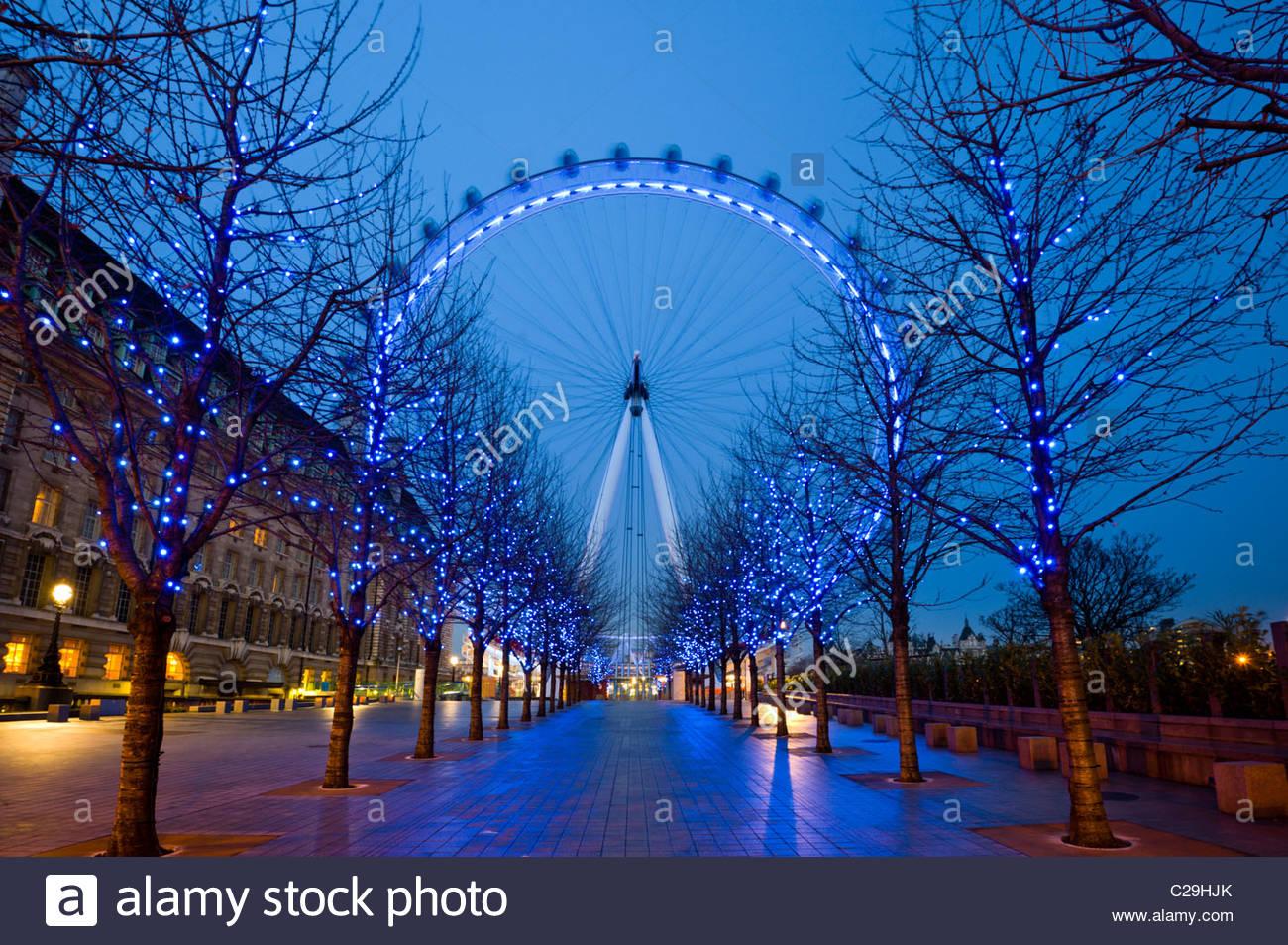 Nacht Blick auf das London Eye im Winter, South Bank, London, UK. Stockbild
