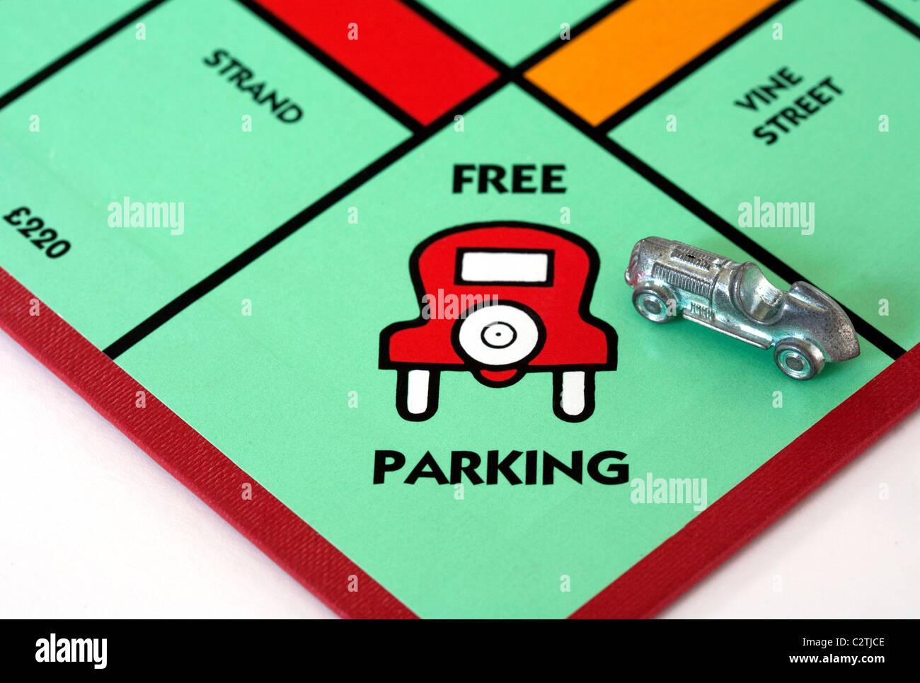 ein-auto-auf-dem-platz-frei-parken-auf-das-monopoly-spielbrett-uk-c2tjce.jpg