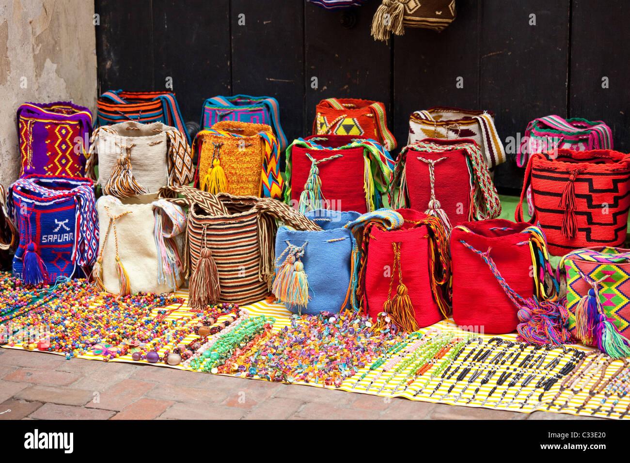 souvenir taschen in der altstadt cartagena kolumbien stockfoto bild 36341592 alamy. Black Bedroom Furniture Sets. Home Design Ideas