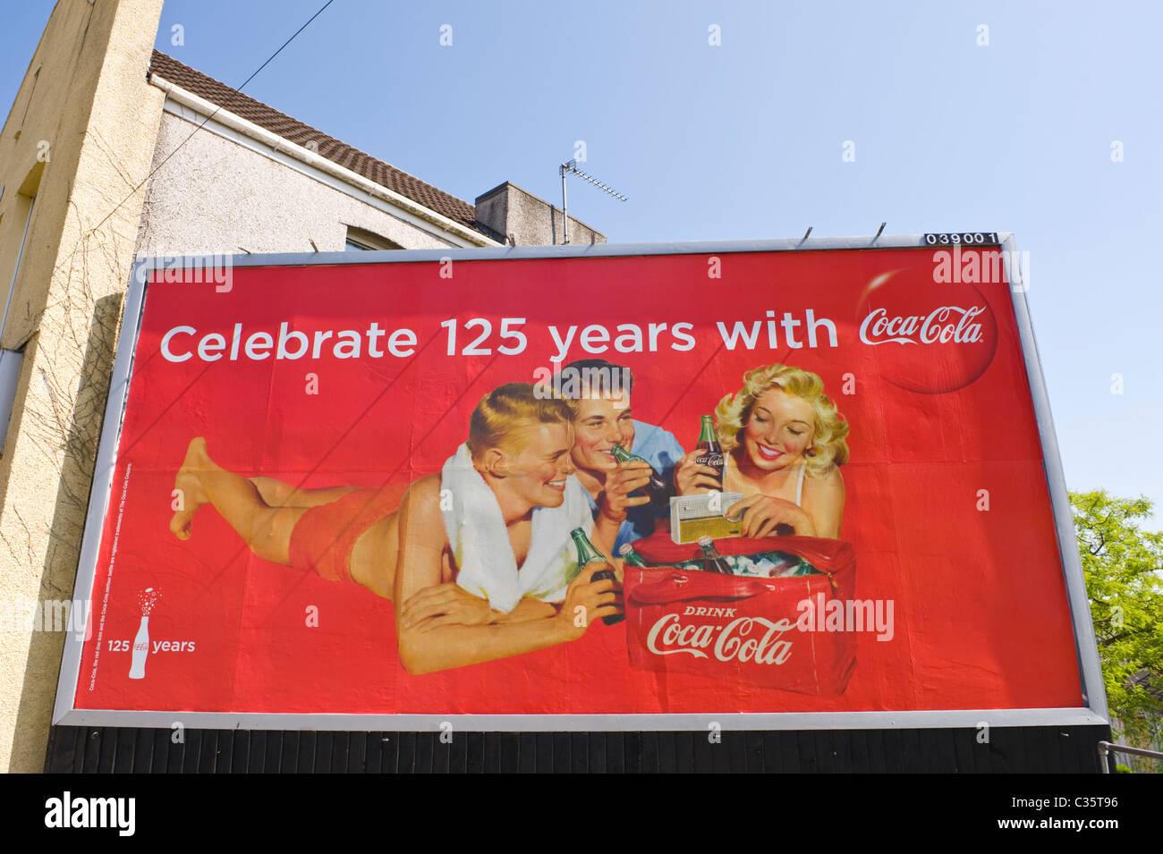 coca cola billboard stockfotos coca cola billboard bilder alamy. Black Bedroom Furniture Sets. Home Design Ideas