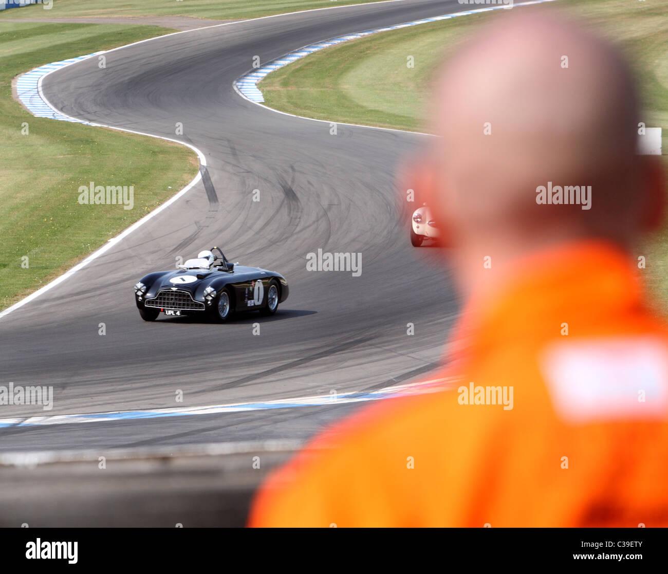 Aston Martin DB3 auf dem richtigen Weg durch Rennen Marschall aus gesehen Stockbild