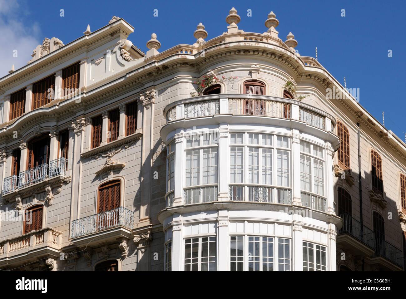 fachzeitung mit erkerfenster in palma mallorca spanien. Black Bedroom Furniture Sets. Home Design Ideas