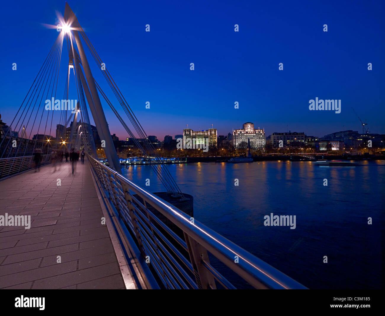 Ansicht von London aus die Millennium Bridge Stockbild
