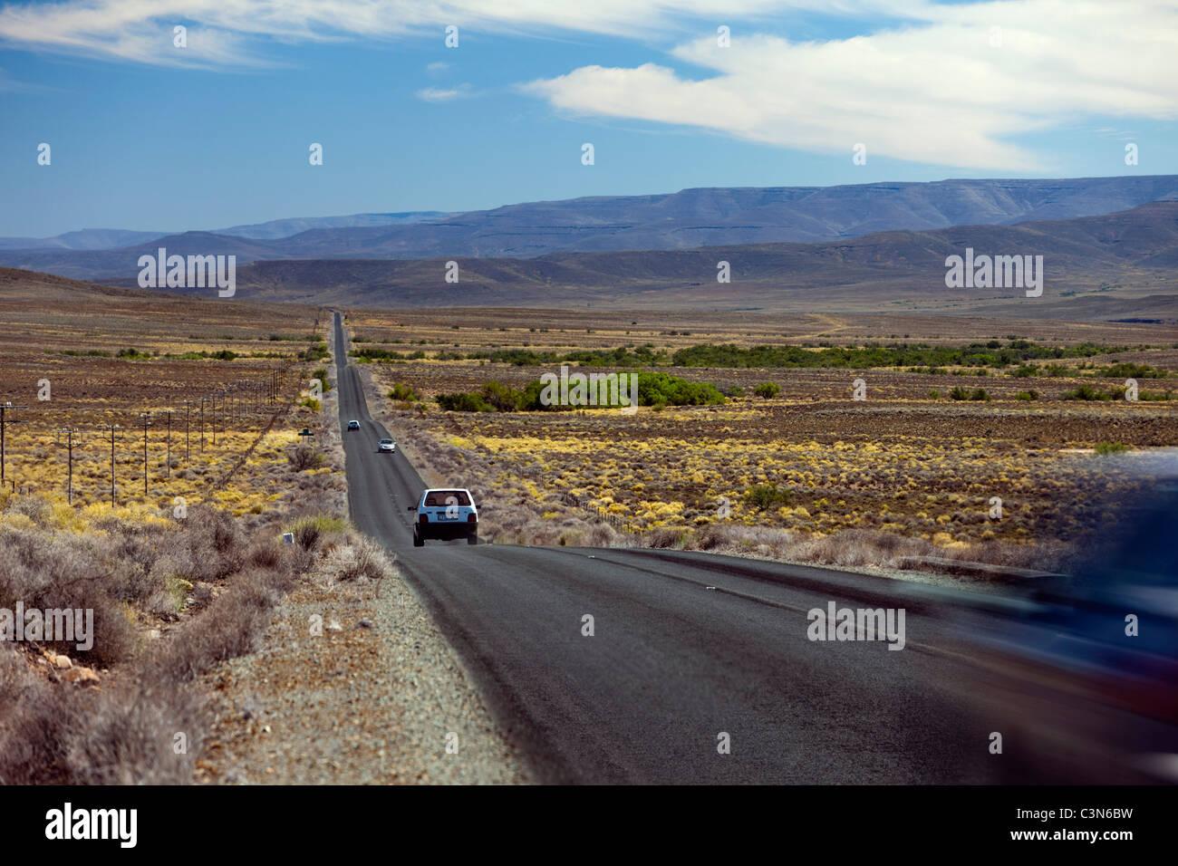 Südafrika, Nordkap, Sutherland, Straße von Matjiesfontein. Stockbild