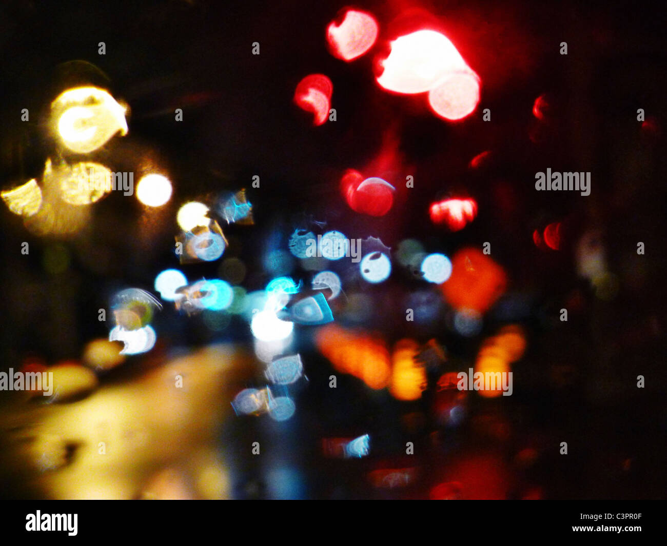 Blurry specular Straße Lichter in der Nacht. Stockbild