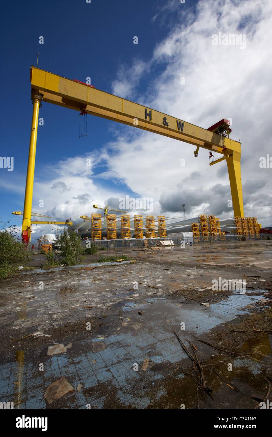 riesige Harland und Wolff Kran Goliath Werft titanic Viertel Queens island Belfast Nordirland Vereinigtes Königreich. Stockbild