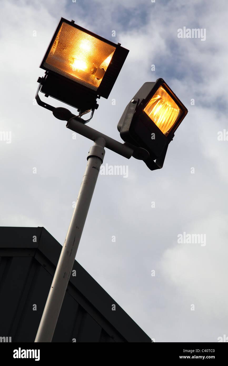 Leuchtet bei Tageslicht in Geschäftsräumen in Großbritannien. Stockbild