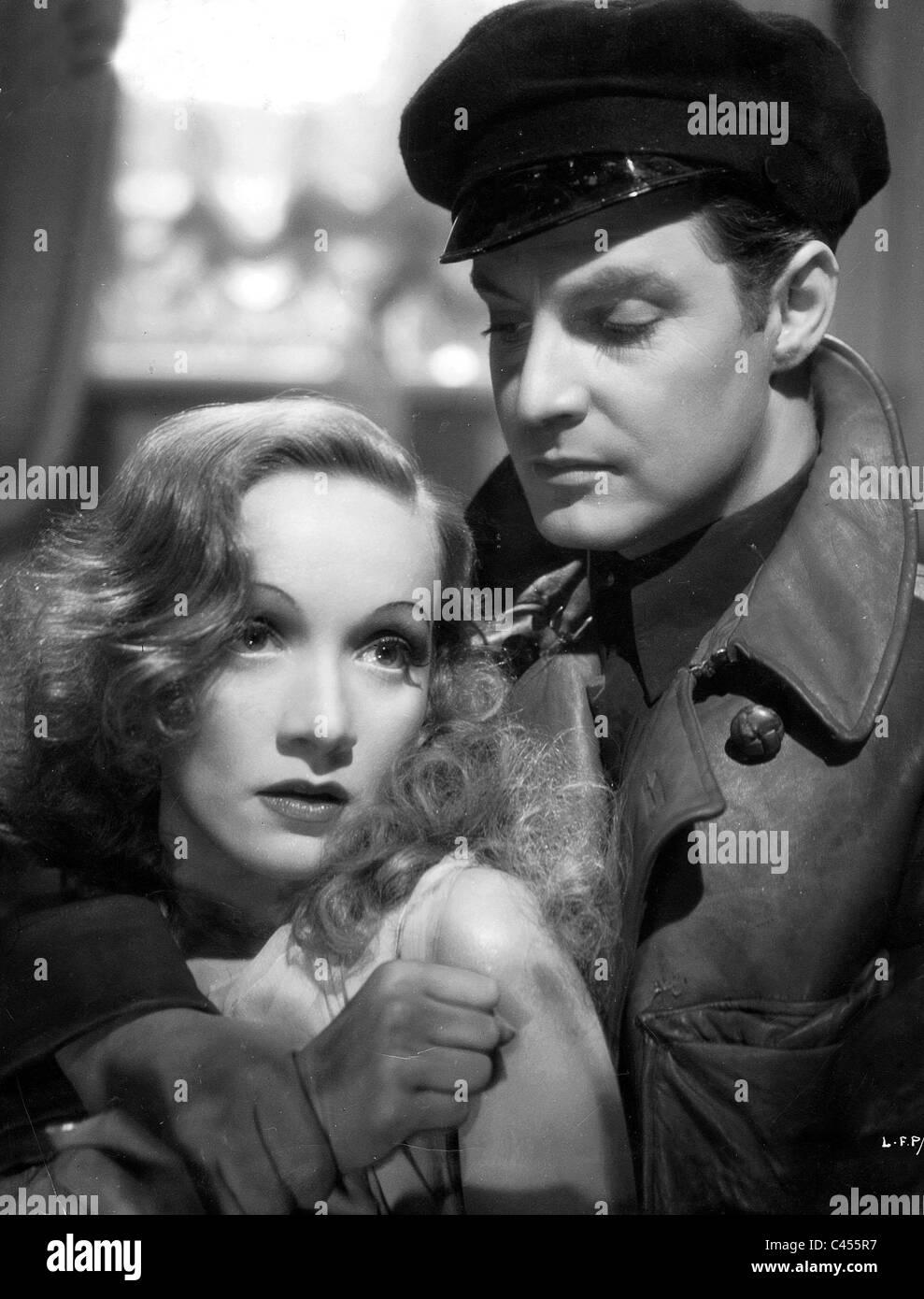 """Marlene Dietrich und Robert Donat in dem britischen film """"Ritter ohne Rüstung"""" aus dem Jahr 1936 Stockbild"""