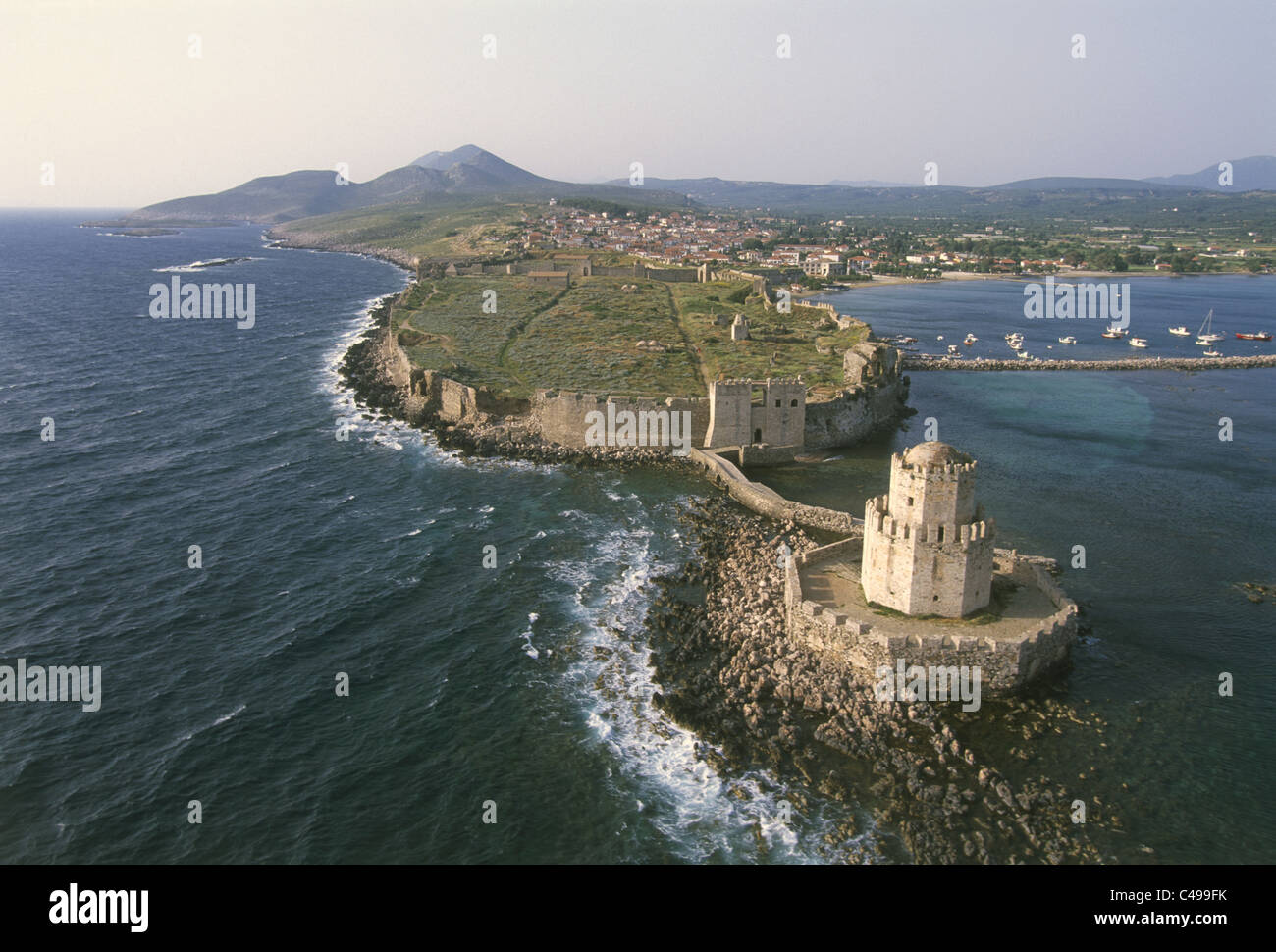 Luftaufnahme der venezianischen Festung auf der griechischen Insel von Methoni Stockbild