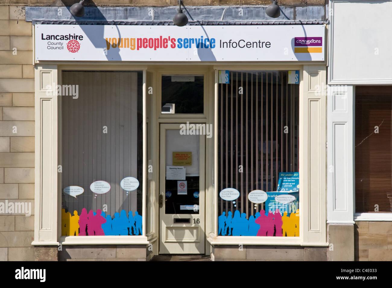 Junge Menschen betreuen Infocentre, Colne, Lancashire, UK. Lancashire County Council / Connexions. Stockbild