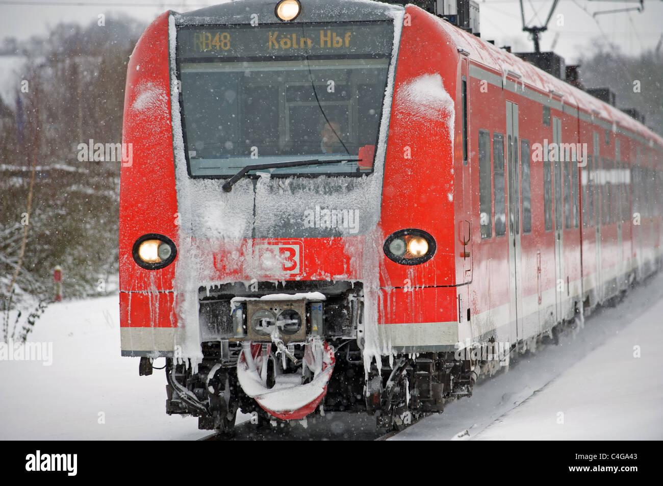 Regionale Zugverbindung 48 (RB48) aus Wuppertal, Köln, Leichlingen, Nordrhein-Westfalen, Deutschland. Stockbild